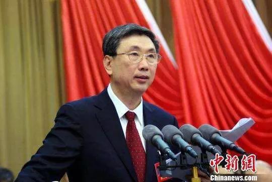 黄跃金同志代表十一届省政协常委会作工作报告.jpg